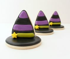 3D Witch Hat Halloween Cookies    sugarbelle