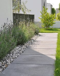 623 likes, 25 comments – тяÄ∂gÅя∂ѕιиѕ… – # Lik… – Vorgarten ideen - DIY Garten einfach Side Garden, Garden Paths, Garden Stones, Back Gardens, Outdoor Gardens, Shed Landscaping, Country Landscaping, Minimalist Garden, Garden Inspiration