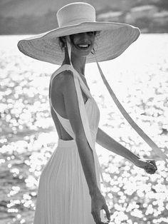 Blanca Padilla, Vogue Novias Spring-Summer photographed by Nacho Alegre Look Fashion, Womens Fashion, Vogue, Summer Aesthetic, Mode Inspiration, Madame, Summer Looks, Pin Up, Fashion Photography