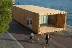 Herbruiksels: creatief met pallets. Pallet House is ontworpen door Schnetzer Andreas Claus en Pils Gregor,