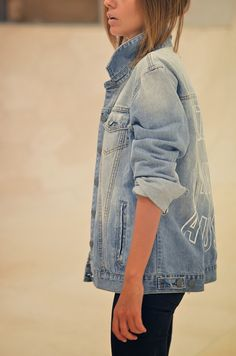 Again, oversized denim. We could add bleach, buttons, and/or stitching to symbolize youth. The oversized denim could also symbolize that she's quirky and doesn't try too hard, unlike Daniel. Looks Chic, Looks Style, My Style, Glam Rock, Cute Fashion, Look Fashion, Jean 1, Undone Look, Jeans Boyfriend