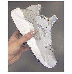 Best Ideas For Sneakers Nike Huarache Woman Shoes Outlet Nike Free Shoes, Nike Shoes Outlet, Zapatillas Nike Huarache, Nike Shoes Huarache, Nike Huarache Women, Cute Shoes, Me Too Shoes, Souliers Nike, Basket Sport