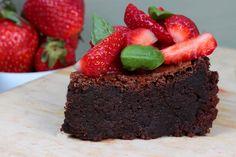 Lisztmentes csokitorta friss eperrel - Az igazi csábítás! Cake, Recipes, Food, Kuchen, Essen, Meals, Ripped Recipes, Torte, Eten