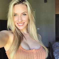Pictures of attractive girls taking selfies look hot AF Sexy Golf, Sexy Women, Best Instagram Photos, Instagram Models, Great Smiles, Curves, Beautiful Women, Long Hair Styles, Beauty