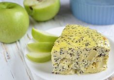 Tento nízkokalorický dezert obsahuje len117,46 kcal na 100 g. Tak, čo poviete stojí za to ho vyskúšať, nie. Tvarohový koláčik s jablkami a makom Zloženie: Tvaroh – 100 g Jabko – 1 ks Vajce – 1 ks Mak – 1 polievková lyžica Med – 1 lyžička Príprava: Tvaroh roztlačíme s vidličkou spolu s vajcom, pridáme lyžicu medu. Pridajte jablko, ktoré