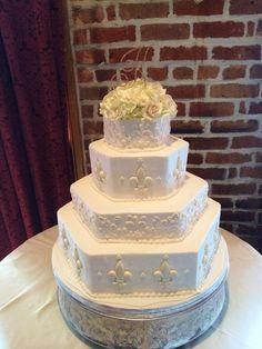 petite cake top, white hydrangea, white and blush spray roses
