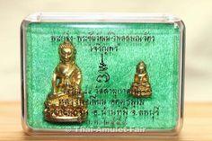 Phra Gring – Phra Chaiwat Ruun Wimoln Samanawat Charoen Porn Nuea Thong Thip Thai-Amulettset des ehrwürdigen Luang Pho Pian Akkathammo, Abt des Wat Gernkathin,  vom 05.02.2554 (2011).  Es handelt sich um eine nummerierte Kleinserie von nur 15.784 Sets. Das Amulettset ist nicht nur für Sammler interessant sondern eignet sich auch ganz besonders für Pärchen. die ihre Liebe und Verbundenheit auch durch ein gemeinsames Amulett zum Ausdruck bringen möchten.