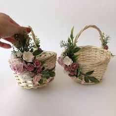 Exceptional diy flowers tips are offered on our web pages. Faux Flowers, Diy Flowers, Paper Flowers, Wedding Flowers, Thali Decoration Ideas, Basket Decoration, Rustic Baskets, Flower Girl Basket, Wedding Baskets