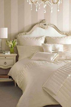 Striped walls in Master bedroom Wallpaper Bedroom, Elegant Bedroom, Home Bedroom, Bedroom Design, Luxurious Bedrooms, Home Decor, Bedroom Furniture, Bedroom Inspirations, Cream Bedrooms