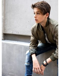 Photo Jacket and tshirt Bracelets Jeans Heading off to the big ANZAC day match. Outfits For Teenage Guys, Teenage Boy Fashion, Trendy Boy Outfits, Guy Fashion, Simple Outfits, Winter Fashion, Teenager Mode, William Franklyn Miller, Twin Baby Girls