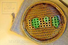 khay tròn gốm vuốt tay có quai cầm (pottery plate) Mã : HA 1013 00 24; kích thước:D24: giá: 300,000VND www.gomsuyenlam.vn
