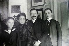 Hungarian Family 1909
