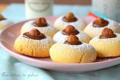 Gâteaux secs fondants à la maïzena, des sablés algériens au chocolat garnis de noisettes torréfiées! Recette facile et rapide à réaliser ..