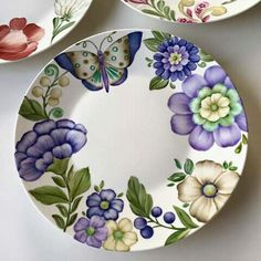 Painted Plates, Ceramic Plates, Porcelain Ceramics, Hand Painted, China Painting, Ceramic Painting, Ceramic Art, Diy Crafts For Gifts, Arts And Crafts