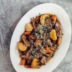 Chuck Roast Recipes, Pot Roast Recipes, Beef Recipes, Dinner Recipes, Cooking Recipes, Cooking Tips, Brisket Sandwich, Spicy Salsa, Roast Dinner