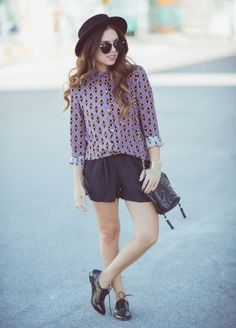 Indie look: hat, black sunnies, indie shirt & oxfords. Quirky Fashion, Miami Fashion, Indie Fashion, Grunge Fashion, Fashion Brand, Vintage Fashion, Women's Fashion, Cute Summer Outfits, Pretty Outfits