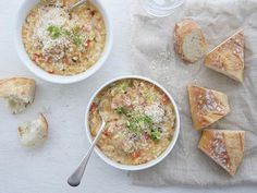 One pinner: This has to be the yummiest and easiest risotto recipe I have ever come across. I've given this recipe to many and all agree that is the best tasting risotto. Rice Dishes, Casserole Dishes, Main Dishes, One Pot Meals, Main Meals, Dinner Recipes, Dinner Ideas, Orzo Recipes, Bacon