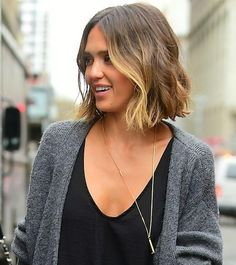 Jessica Alba's short brunette hair with blond highlights