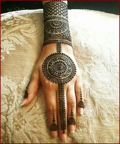 As the time evolved mehndi designs also evolved. Now, women can never think of any occasion without mehndi. Let's check some Karva Chauth mehndi designs. Latest Mehndi Designs, Easy Mehndi Designs, Indian Mehndi Designs, Mehndi Designs For Beginners, Mehndi Designs For Girls, Mehndi Designs For Fingers, Bridal Mehndi Designs, Henna Tattoo Designs, Mehandi Designs Arabic