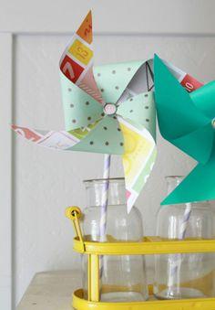 #Kinderfeestje? Maak een papieren molentje met o.a. de #papieren #rietjes. #knutselen www.babyshopathome.nl/feest