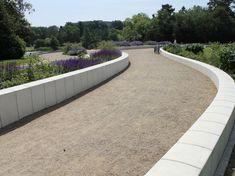 I samarbejde med GHB Landskab, som i 2012 fik til opgaven af forskønne Fælledparken, har vi produceret de mange siddeplinte, fliser og betonelementer i parken. Alle elementer er fra Cirkelserien. Aarhus, Sidewalk, Side Walkway, Walkway, Walkways, Pavement
