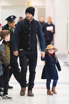 David-Beckham-and-Harper-at-aiport4