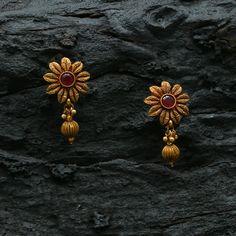 #kimigirl #kimigirlindia #newarrivals#kimigirlaccessories #antiquejewellery #jewellery#weddingjewellery #Ethnicjewellery #southindianbride #templejewellery#indianfashion #fashionblogger#bridalwear #tamilwedding #fashionaccessories#AntiqueNecklace #Antiquependant#Pendant #teluguwedding #indianweddingblog#jewellery #ethnicwear #weddingjewellery #southindianwedding #southindianbride#indianbride #indianweddinginspiration #festivalcollections #silksarees Gold Jhumka Earrings, Indian Jewelry Earrings, Jewelry Design Earrings, Gold Earrings Designs, Gold Rings Jewelry, Gold Jewellery Design, Antique Jewelry, India Jewelry, Antique Earrings