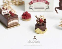 Raspberry Chocolate Ruffle Bag Dessert in 1/12 Dollhouse Miniature Christmas dessert