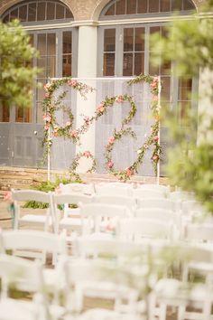 floral ceremony backdrop | Glass Jar Photography