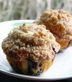 blueberry muffins with streusel topping This is a awesome Blueberry muffin recipe. Double it to make large muffins. I sometimes add cinnamon to the batter. Muffins Blueberry, Blueberry Recipes, Blue Berry Muffins, Blueberry Muffins From Scratch, Blueberries Muffins, Blueberry Cupcakes, Breakfast Recipes, Dessert Recipes, Cooking
