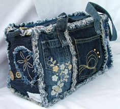 Denim Handbags, Denim Tote Bags, Denim Purse, Artisanats Denim, Denim And Lace, Denim Bag Patterns, Blue Jean Purses, Denim Patchwork, Denim Quilts