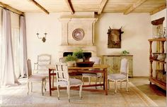 The timeless and tranquil design style of Houston interior designer Pam Pierce - see 20 inspiring dining rooms on Hello Lovely