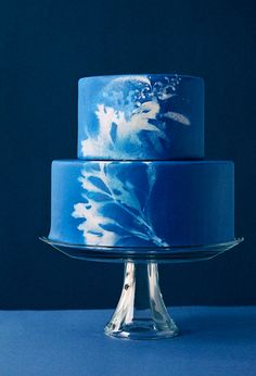 my post on Craftsy - airbrushed cakes! this crazy cool Cobalt Blue Airbrushed Cake is by Joy Thigpen