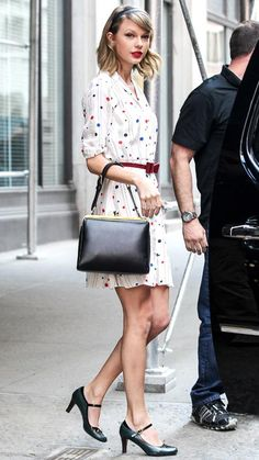 """Taylor Swift """"Out And About"""" in NYC MAY 2014 - The singer gave the """"To Tommy, From Zooey"""" polka-dot-striped shirtdress her personal flair with a red bow-accented belt, a top-handle Dolce & Gabbana bag, and black Mary Janes. Estilo Taylor Swift, Taylor Swift Outfits, Taylor Alison Swift, Taylor Swift Style Casual, Taylor Swift Fashion, Estilo Gossip Girl, Style Feminin, Ladylike Style, Striped Shirt Dress"""