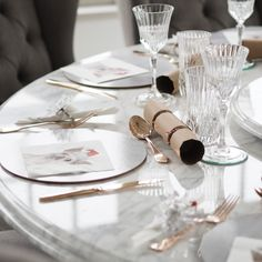 Rose gold cutlery and wine glasses - bringing more elegance to the Christmas table