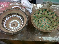 Bachas en fibrocemento GwendyDecoración :: Mosaiquismo: junio 2012 Mosaic Crafts, Mosaic Art, Cuba, Bowl Sink, Mosaic Designs, Plates And Bowls, Modern Architecture, Serving Bowls, Stained Glass