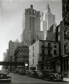 Midtown Manhattan, NYC, by Berenice Abbott. Street looking Northwest Old Photos, Vintage Photos, Vintage Cars, Vintage Stuff, Vintage Photographs, Berenice Abbott, Pin Up Photography, Street Photography, Fashion Photography