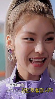 Just Video, Blackpink Video, 17 Kpop, Fandom Kpop, Kpop Gifs, Friends Episodes, Kpop Girl Bands, Pretty Korean Girls, Aesthetic Photography Nature