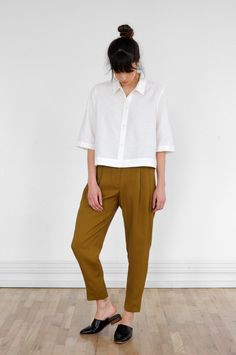 "Boxy-fit collared shirt in crisp cotton blend. Box pleat at back yoke, elbow-length sleeve and wide faced hem. 45% Cotton, 35% Cupro, 20% LinenModel is 5'7"" and is wearing a size S."