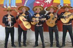 Zawsze marzyłam o romantycznej kolacji z żywą muzyką w tle. Czy może być coś bardziej radosnego i jednocześnie miłosnego jak meksykańskie pieśni miłosne? Pewnie, że nie! #PANDORAvalentinescontest