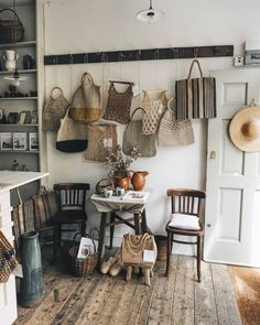 Straw, London 📷 love this vintage straw, wicker and crochet shop Knitted Bags, Interior Styling, Wicker, Bookcase, Weaving, Shelves, London, Instagram Posts, House