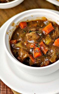 Recipe for Slow Cooked Classic Beef Stew - Here's a good old-fashioned stew with rich beef gravy that lets all of the flavors come through. This is the perfect hearty dish for a blustery winter day. Slow Cooker Recipes, Crockpot Recipes, Soup Recipes, Cooking Recipes, Beef Stew Recipes, Stewing Beef Recipes, Recipe Stew, Homemade Beef Stew, Recipies