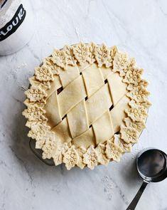 Pie crust recipe pies before guys pie tops, all butter pie crust, sweet . Recipe For Allspice, Beautiful Pie Crusts, Lattice Pie Crust, Super Torte, Pie Crust Designs, All Butter Pie Crust, Pie Decoration, Pie Tops, Pie Crust Recipes