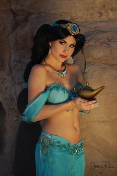 Picture I snapped behind the scenes during the Aladdin and Jasmine photo shoot / Jasmine: Traci Hines / Behind the Scenes Photographer: Jenny Rae / FACEBOOK: www.facebook.com/LilRaeCakes INSTAGRAM: LilRaeCakes