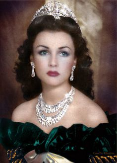 The Beautiful Queen Fawzia, Queen of Iran and Royal Princess of Egypt. If Hedy Lamarr was a queen, she would look like this; Royal Crown Jewels, Royal Crowns, Royal Tiaras, Royal Jewelry, Tiaras And Crowns, Jewellery Uk, Silver Jewellery, Fawzia Fuad Of Egypt, Beautiful People