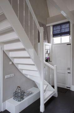 Vouwgordijnen zijn niet alleen geschikt voor grote ramen, ook voor kleinere ramen zijn vouwgordijnen geschikt! Kijk voor meer inspiratie op www.bece.com en volg ons ook op Facebook: www.facebook.com/becemodevoorjeraam.