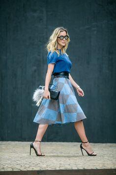 Último look que usei durante essa semana de moda. O que vocês acharam deles? Gostaram? Tentei usar um pouco de tudo… calça, macacão, vestido, saia lápis, saia rodada…. Esse foi o dia da saia rodada! Bem feminina e romântica, mas com uma padronagem geométrica que deixa ela mais moderninha! Look do dia: Saia …
