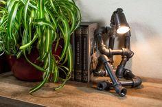 Lampe Robot assis par WinsomeWoods sur Etsy