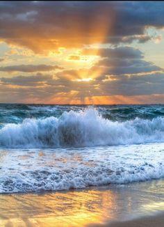Sunrise at Delray Beach, FL. I got it on my mind More Sunrise at Delray Beach, FL. I got it on my mind Beautiful Sunrise, Beautiful Beaches, Beautiful Ocean, Beautiful Morning, Ocean Beach, Ocean Waves, Beach Sunrise, Ocean Sunset, Water Waves