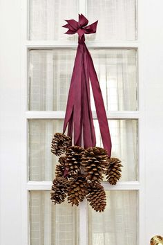Decorate your home this season with one of our pine cone crafts! These DIY Christmas decorations and ornament ideas using pine cones will spruce up your home. Noel Christmas, All Things Christmas, Winter Christmas, Christmas Wreaths, Christmas Decorations, Xmas, Fall Wreaths, Fall Winter, Simple Christmas